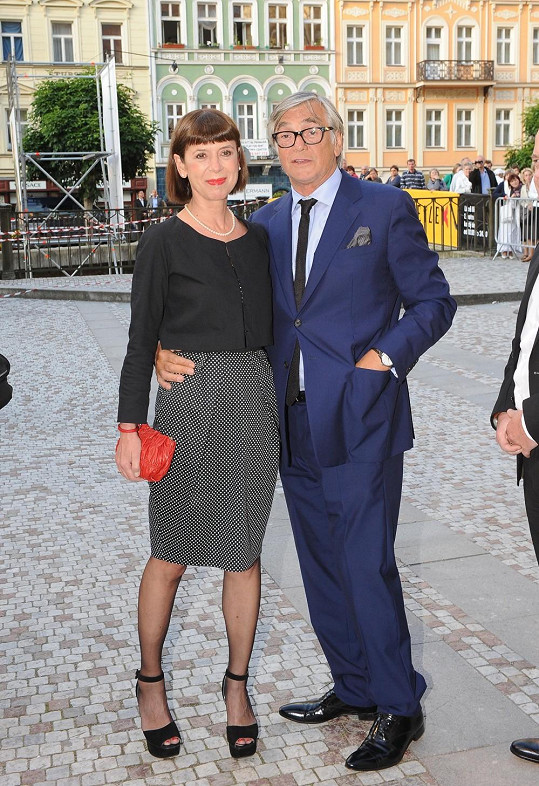 Jiří Bartoška s manželkou na další festivalové párty.