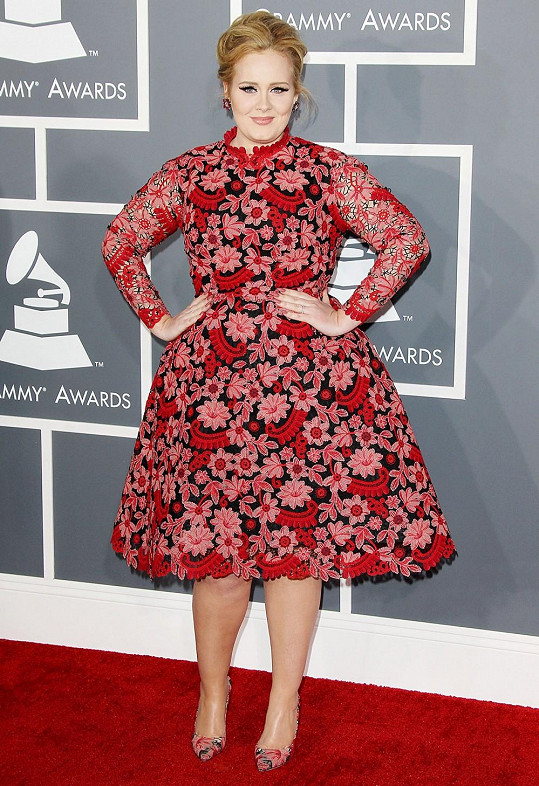 Upravená Adele na Grammy 2013.
