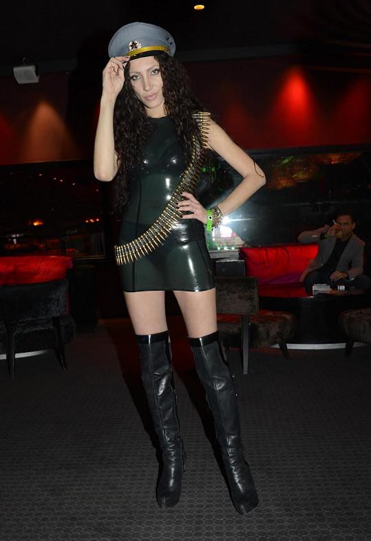 Olga Lounová si oblékla šaty z latexu.