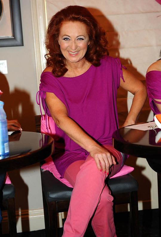 Herečka byla na tiskové konferenci k pochodu proti rakovině prsu nabitá energií jako jaderná elektrárna.