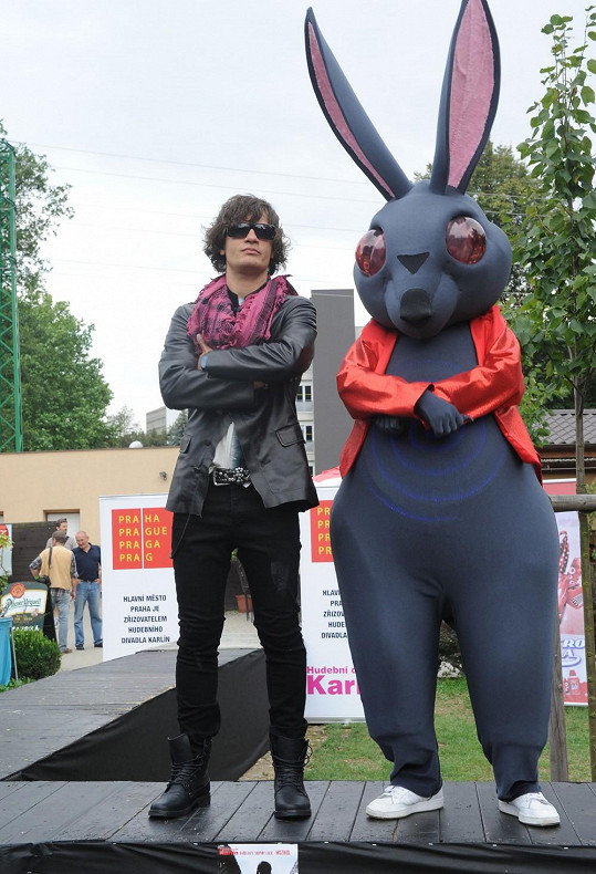Mohl vyfasovat i kostým králíka.
