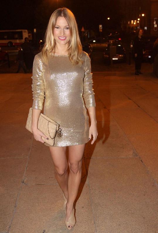 Petra Svoboda si vzala zlaté šaty.