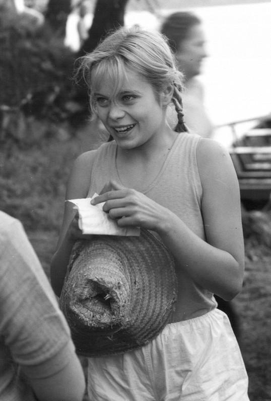 Miroslava Šafránková ve své první velké roli ve filmu Robinsonka (1974)