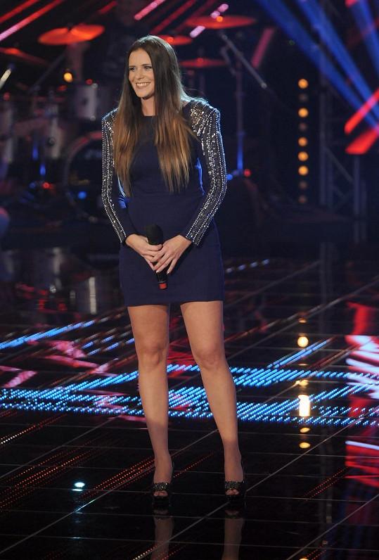 Edita Třísková předvedla ve finále nejen hlas, ale také štíhlé nožky.