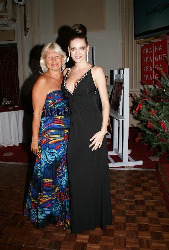 MUDr. Ivana Němečková i Andrea Verešová jsou letité kamarádky organizátorky večera Yvetty Blanarovičové.