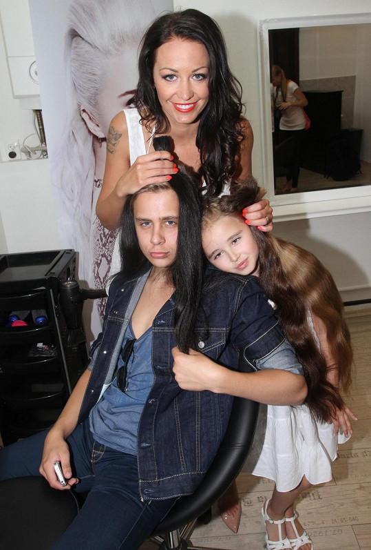Takhle by s dlouhými vlasy vypadali její sourozenci Kordulka a Vincent.