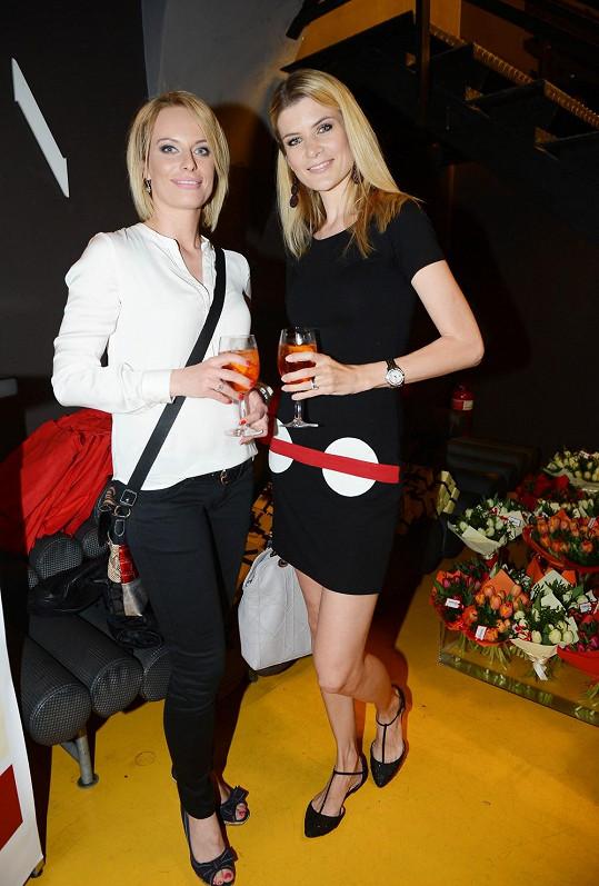 Na párty vyrazila s kamarádkou Kristinou Kloubkovou.
