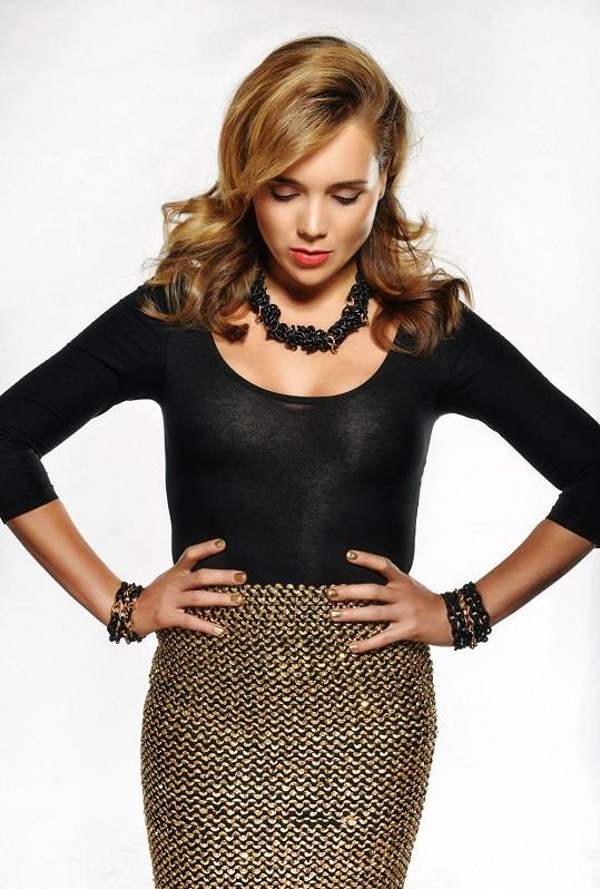 Lucie v kampani na novou kolekci šperků.