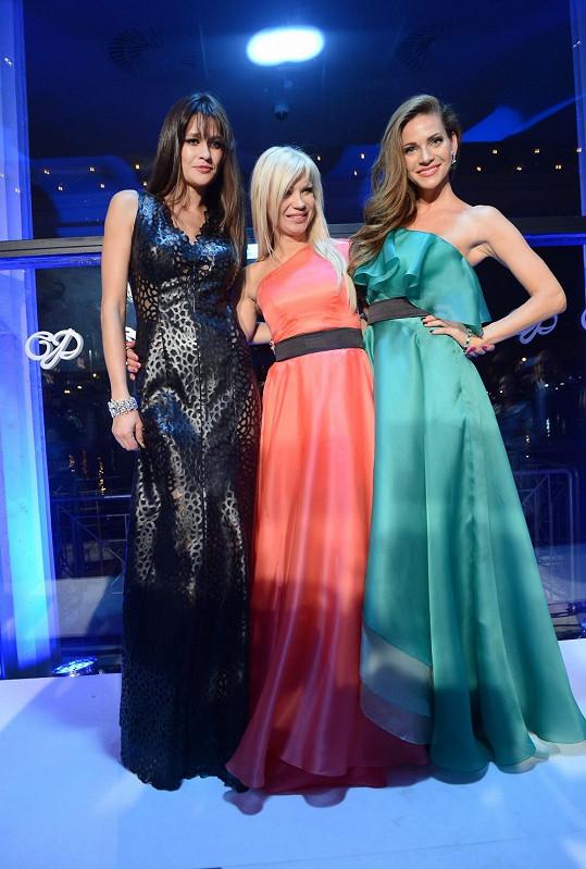 Hlavními hvězdami přehlídky Natali Ruden, kterou Lejla moderovala, byly Petra Faltýnová a Andrea Verešová.