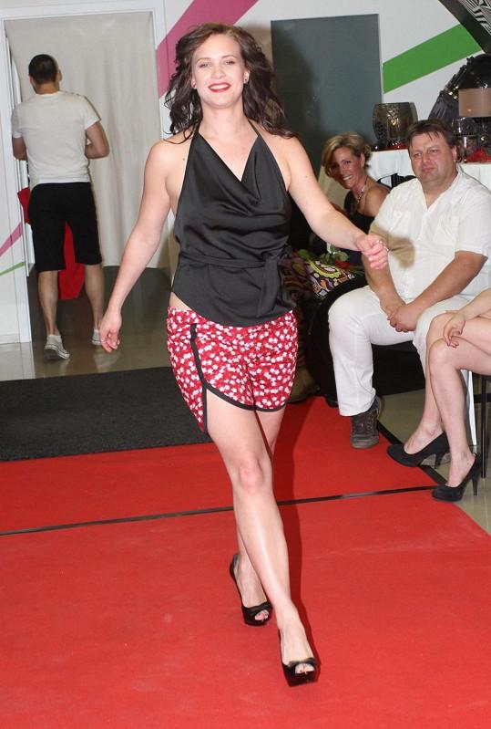Kristýna předváděla i sexy top bez podprsenky.