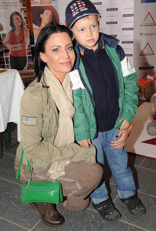 Gábina Partyšová syna Kristiana obléká moderně a chlapsky.