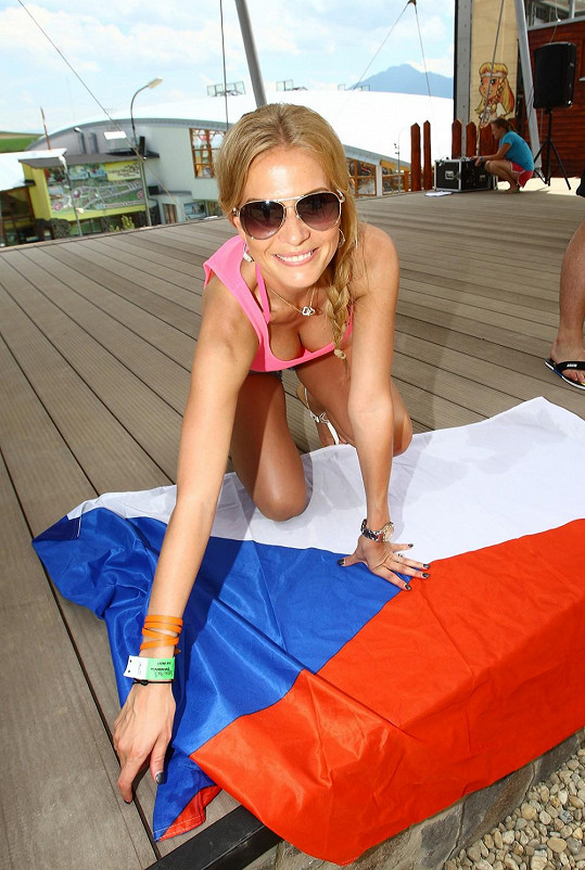 Michaela Ochotská ukázala během moderování slavnostního zahájení letní sezony v Tatralandii svůj výstřih.