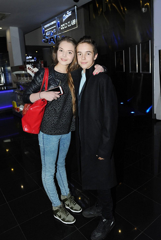 Sofie Filippi vyrazila se synem Nely Boudové Daliborem do kina.