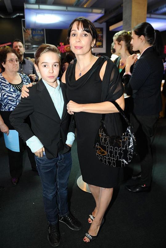 Nela Boudová se synem.