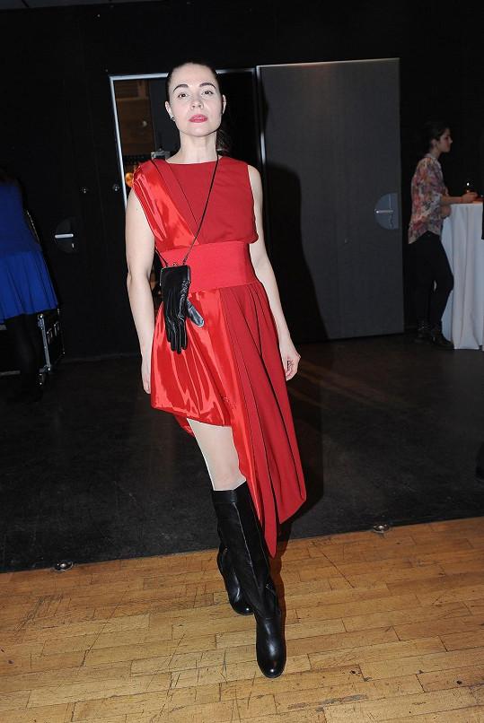Kateřina oslňovala v červené róbě s vysokým rozparkem.