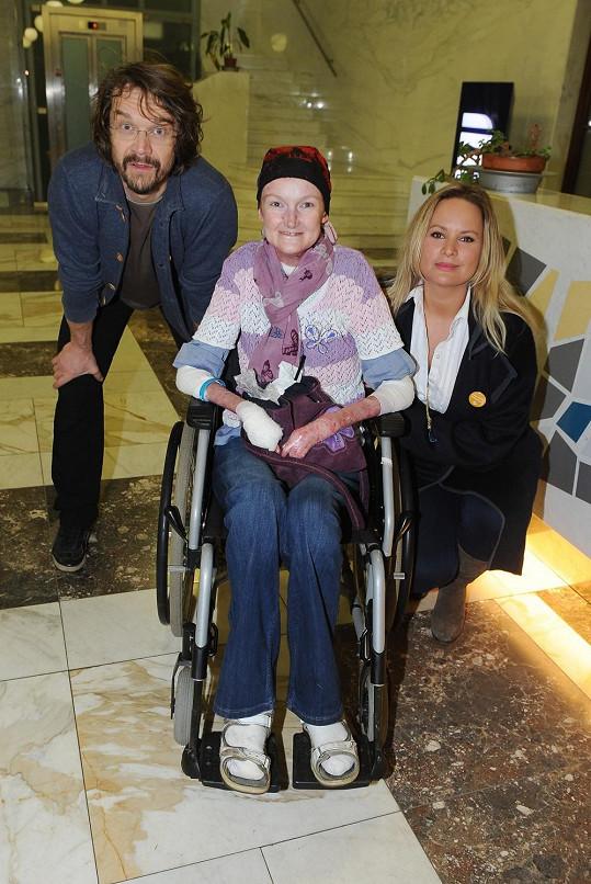Dan a Jitka s pacientkou Olgou, která trpí nemocí motýlích křídel.