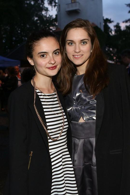 Ve filmu se nesnášely, ale ve skutečnosti jsou s Evou Josefíkovou kamarádky.
