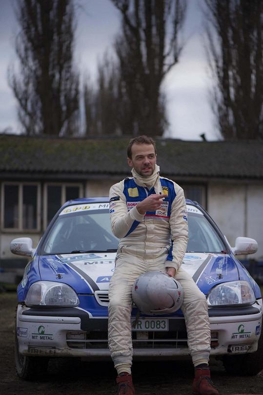 Lukáš se účastnil závodů rallye, ale nepřejel ani startovní čáru.