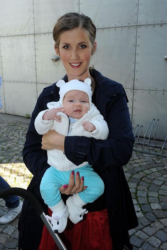 Jana Bernášková s dvouměsíčním synem.