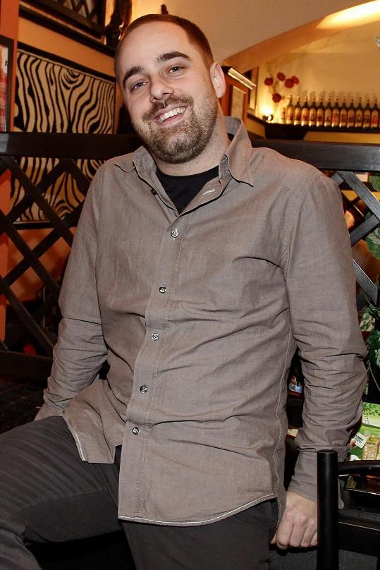 Muzikálový zpěvák a finalista Hlasu Československa Petr Kutheil viditelně přibral.