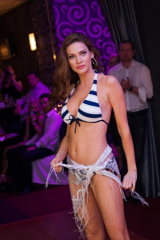 Andrea Verešová předváděla plavky.