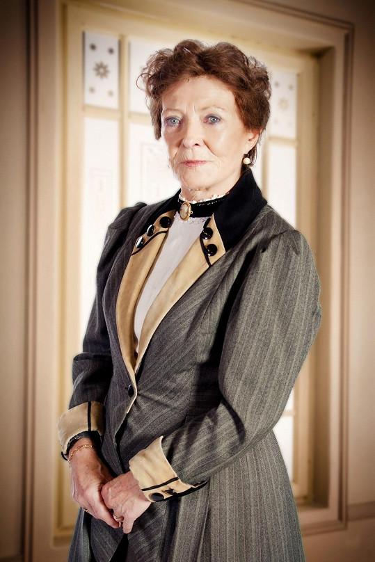 Postava Hedviky Valentové se udržela v seriálu pouze ve čtyřech prvních dílech.