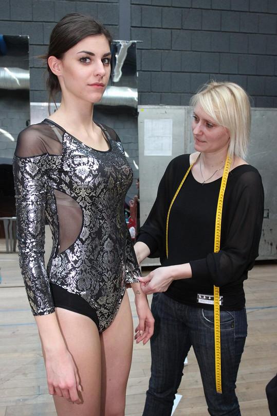 V některých případech se jednalo přímo o trikoty, které jsou následně překryté delší sukní.
