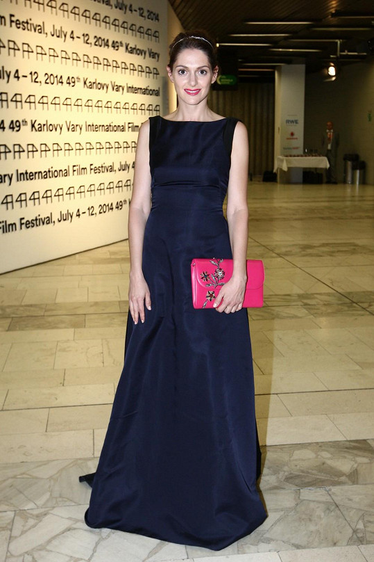 Klára Issová filmový festival v Karlových Varech zakončila v róbě značky Dior.