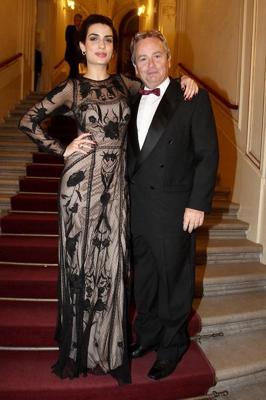 Alexander Hemala a Bond girl Tonia Sotiropoulou, se kterou ochotně zapózoval.