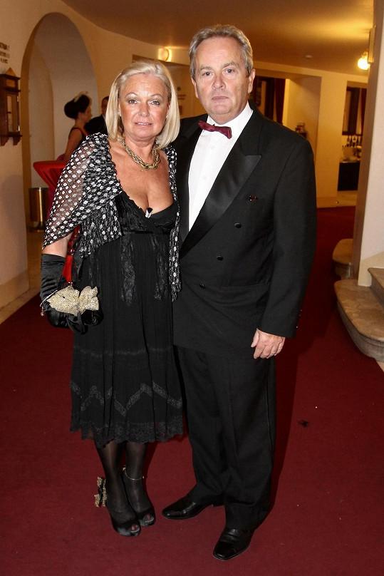 Alexander Hemala doprovodil manželku Vlastu na Ples v Opeře.