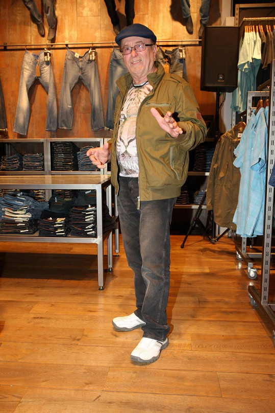 Petr Janda vyrazil na nákupy.