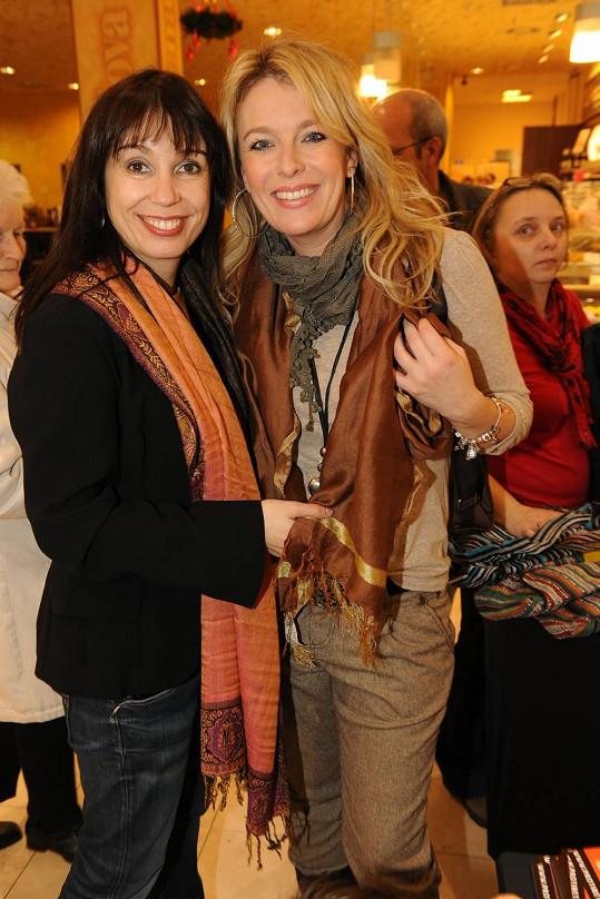 Nela Boudová s Lucií Benešovou si koupily něco na sebe.