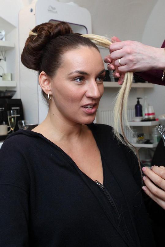 Lucie Králová dorazila ke svému kadeřníkovi nenalíčená.