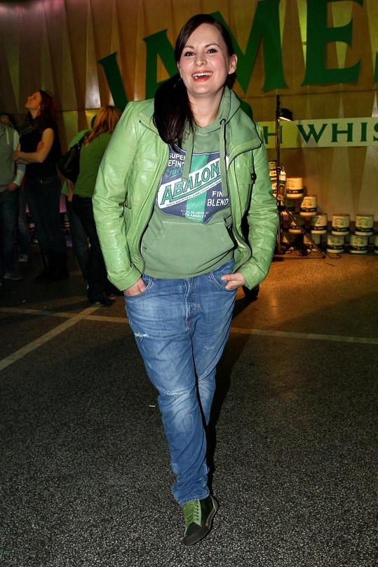 Na svátek svatého Patrika se oblékla do předepsané zelené.