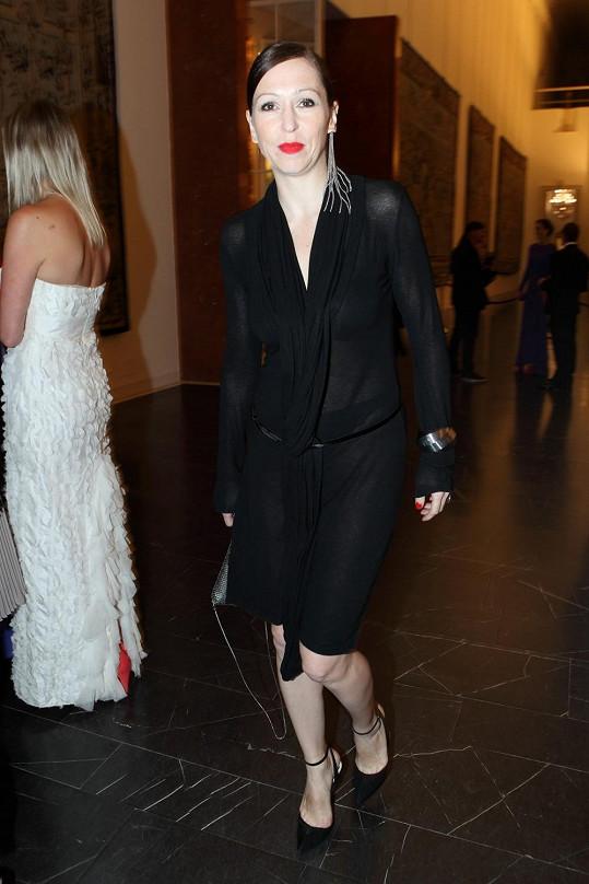 Zuzana Stivínová na sebe upoutala pozornost v těchto průsvitných šatech.