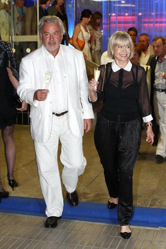 Jana s manželem Pavlem Satorie na večírku.