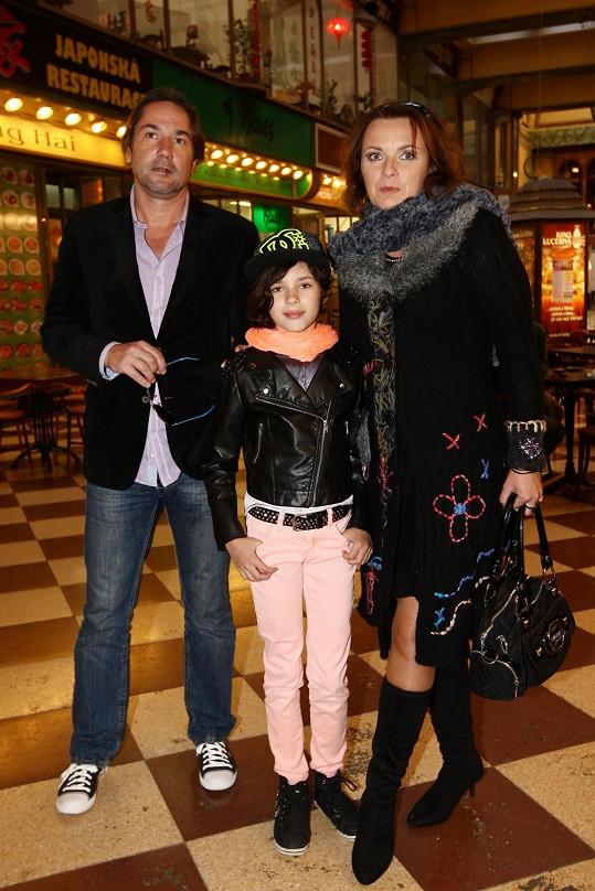 Martin Trnavský s partnerkou Bárou Munzarovou a její dcerou Aničkou, kterou má s bývalým manželem Jiřím Dvořákem. Archivní foto