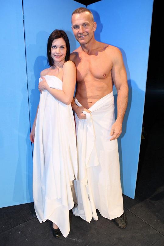 Tereza Šefrnová a Martin Maxa v divadelní hře Kšanda