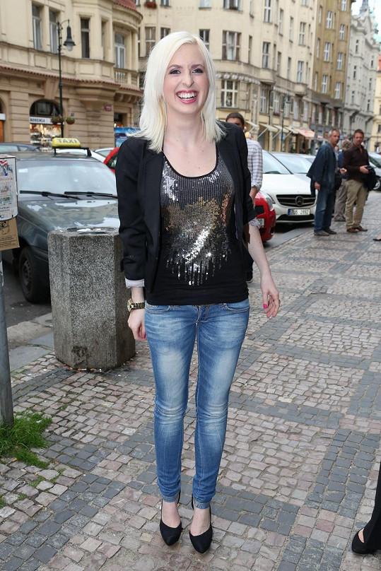 Jiřina Anna Jandová je také zpěvačkou.