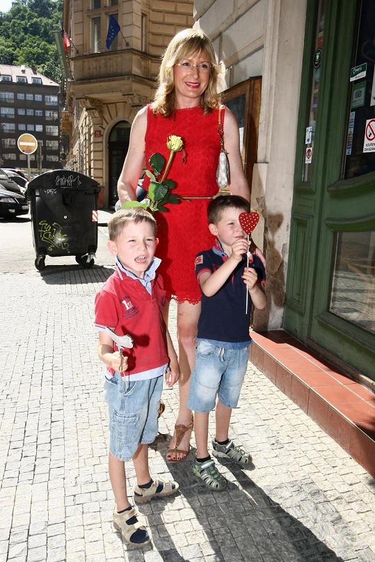 Štěpánka Duchková s dvojčaty Janem a Adamem