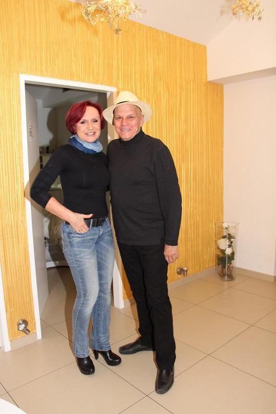 Na klinice se Petra potkala s Janem Přeučilem, který i před osmdesátkou využívá kouzel estetické medicíny.