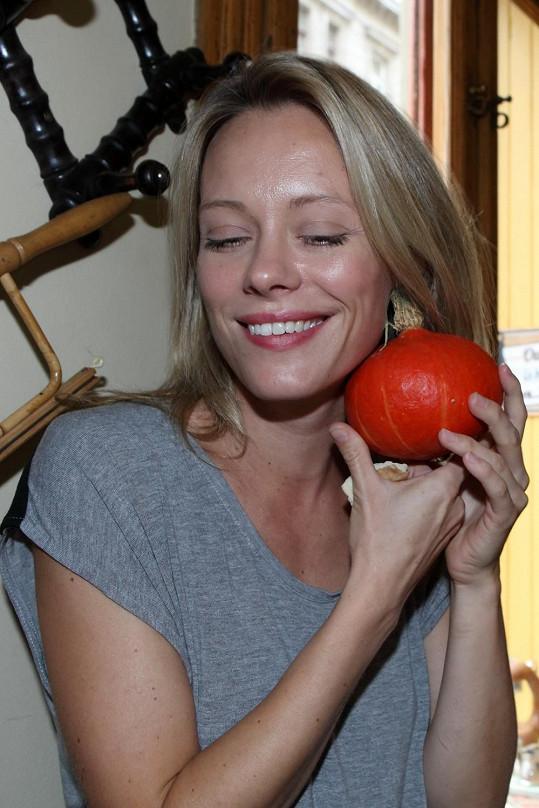 Ona sama je zastáncem zdravé výživy, což se pozitivně projevuje na její vizáži.