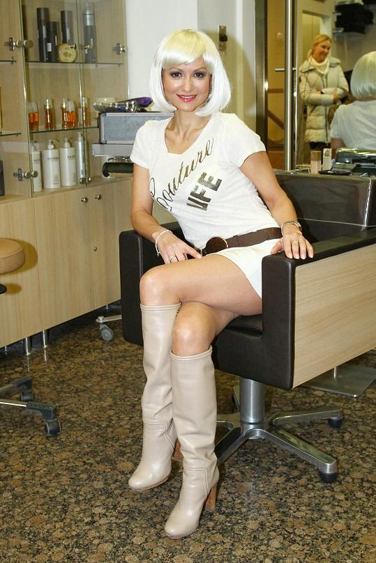 Yvetta Blanarovičová vystavila svá stehna, která si udržuje pravidelným cvičením.