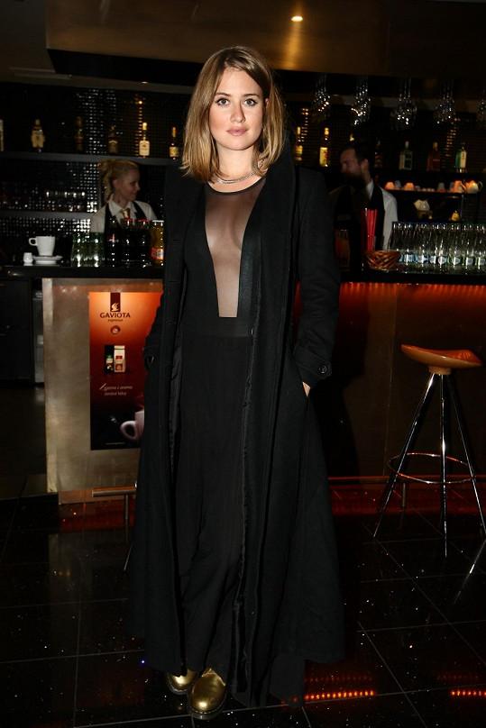 Emma Smetana oblékla dráždivé šaty.