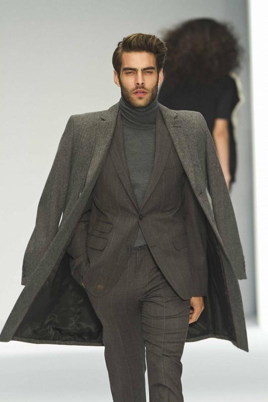 Jon Kortajarena je tváří aktuální kolekce módní značky.