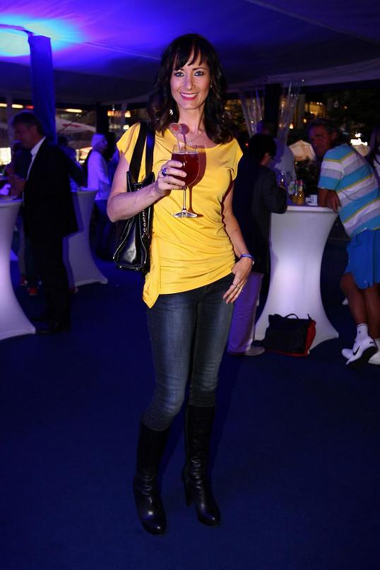 Daniela se před kariérou v seriálu Ordinace v růžové zahradě živila jako barmanka.