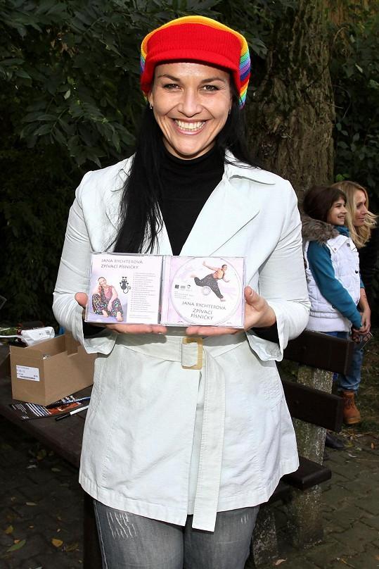 Jana Rychterová, která výrazně zhubla, pokřtila nové album dětských písniček.