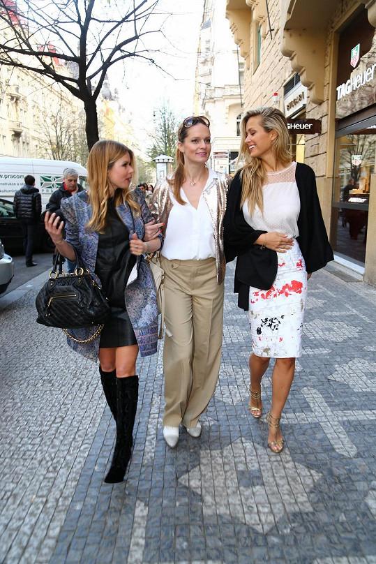 Petra má za sebou oficiální zahájení akce Prague Fashion Night na Staroměstském náměstí.