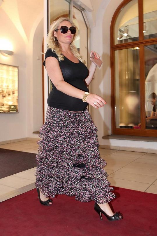 Lucie Borhyová zanedlouho přivítá nového člena rodiny.