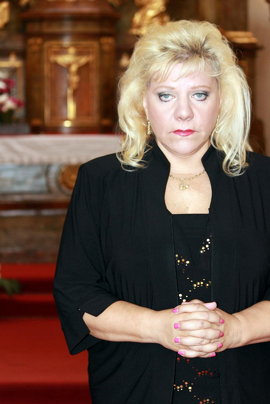 Církev se rozhodla jí věřit a půjčit jí kostel.